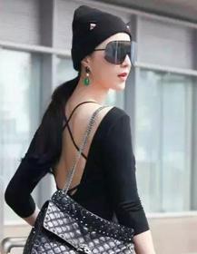 一个作妖一个没穿裤子,范冰冰张馨予斗法巴黎时装周